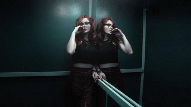 girl-in-the-elevator-1382909_960_720-e1502992863346.jpg