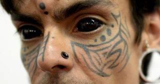 Слабонервным не смотреть: безумцы с тату на глазных яблоках!