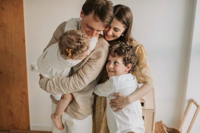 happy-family-hugging-4617316-1024x682.jpg